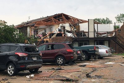 At least 3 dead after tornado strikes Missouri capital