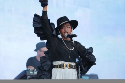 Lauryn Hill, Sheryl Crow perform at the Glastonbury festival