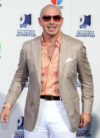 Pitbull seeks to bury hatchet with Lohan