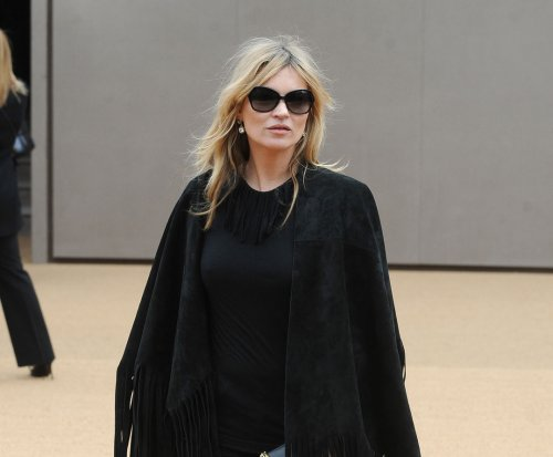 Kate Moss kicked off flight for being 'disruptive'