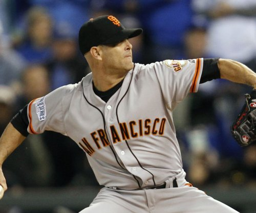 Tim Hudson comes full circle as San Francisco Giants edge Oakland Athletics