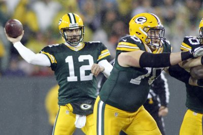 Prayer answered: Packers stun Lions at gun