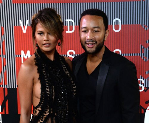 Chrissy Teigen, John Legend expecting daughter