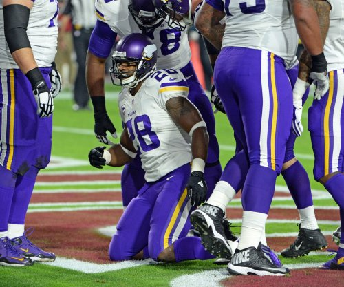 Minnesota Vikings RB Adrian Peterson leaves with ankle injury