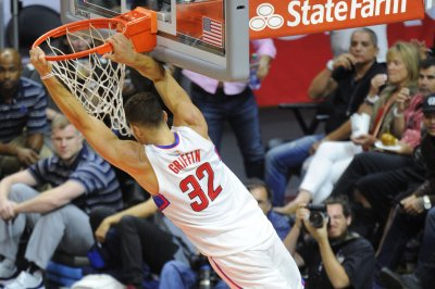 Blake Griffin powers Los Angeles Clippers past Utah Jazz to tie series