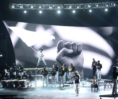Latin Grammy Awards, Residente honor Puerto Rico in opening