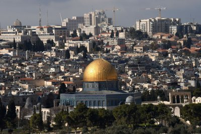 Muslim worshipers, Israeli police clash at Jerusalem's Temple Mount