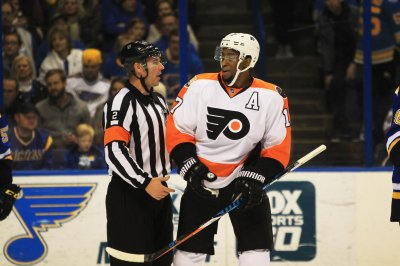Philadelphia Flyers considering all options with Wayne Simmonds