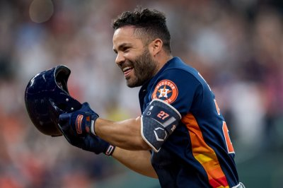 Astros' Altuve to rejoin team in Cincinnati, could play Wednesday