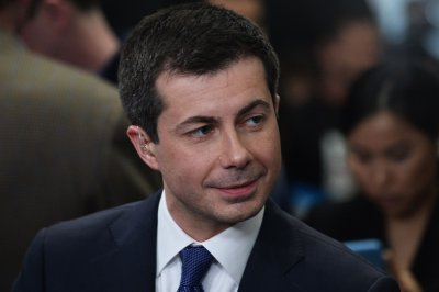 Buttigieg holds slim lead over Sanders in Iowa