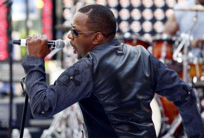 Singer Bobby Brown begins jail sentence in LA