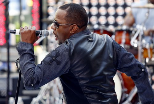 Singer Bobby Brown begins jail sentence in LA