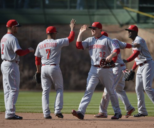 Cincinnati Reds hold off Milwaukee Brewers