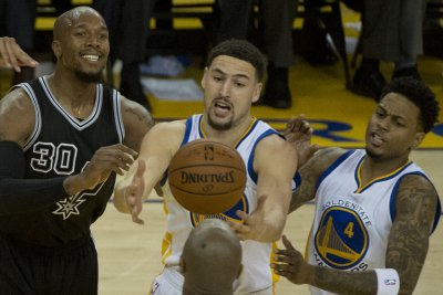 Golden State Warriors top San Antonio Spurs for record-tying 72nd win