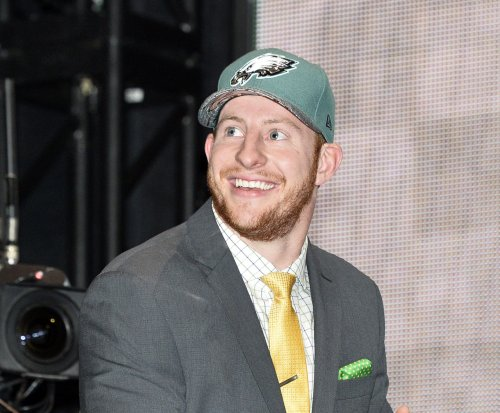 Philadelphia Eagles may start rookie QB Carson Wentz