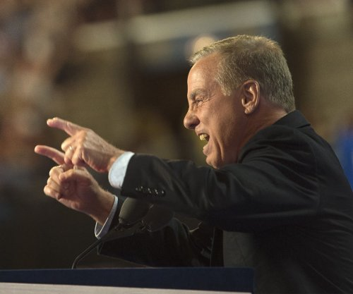 Howard Dean leaves Democratic Party leadership race