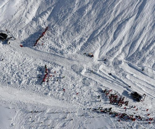 5 people killed in separate avalanches in France, Italy