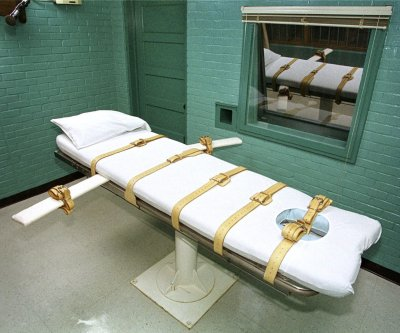 Judge blocks 1st federal execution in 17 years