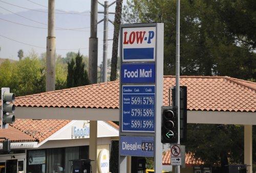 U.S. lawmakers calls for gas price probe