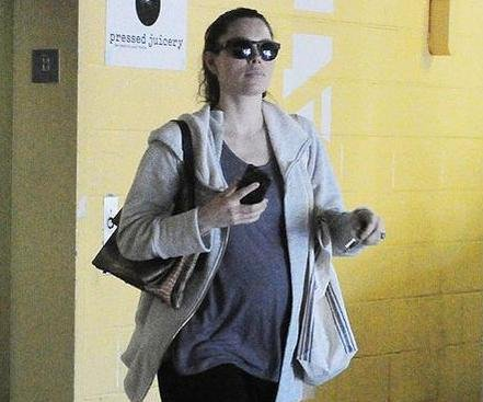 Jessica Biel shows off baby bump in first outing since pregnancy reveal