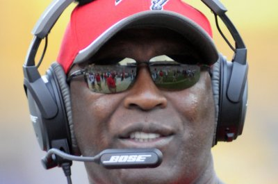 Coach Lovie Smith takes larger role in calling Tampa Bay Buccaneers' defense