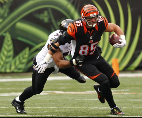Cincinnati Bengals exercise 2017 option on TE Tyler Eifert