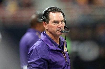 Minnesota Vikings' Mike Zimmer praises dominating D