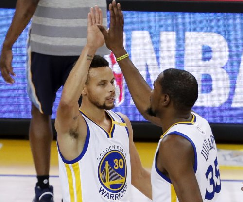 Golden State Warriors throttle short-handed San Antonio Spurs to take 2-0 series lead