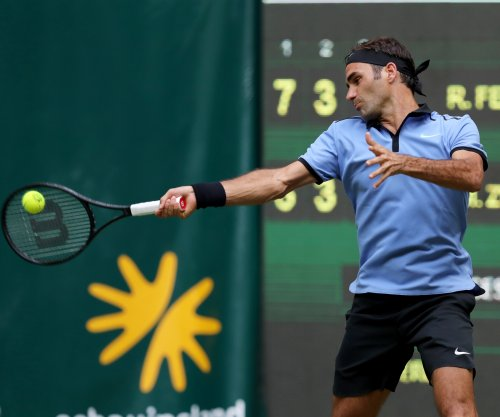 Roger Federer continues dominating play in Halle
