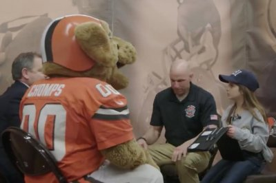 Cleveland Browns help little girl arrest Cat Woman