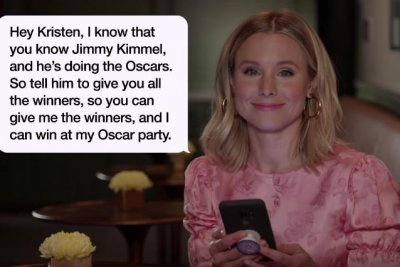 Anna Faris, Kristen Bell read texts from their moms on 'Kimmel'