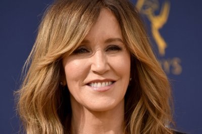 Prosecutors recommend 4-month sentence for Felicity Huffman