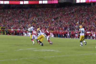 Packers' Aaron Rodgers throws one of the best passes of season