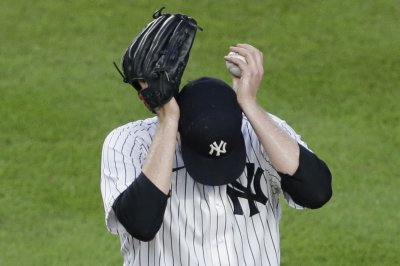 Blue Jays jostle Yankees with 10-run sixth inning