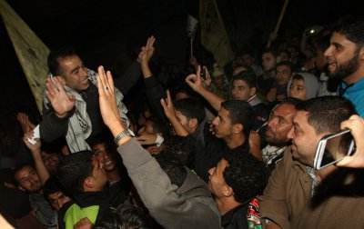 Freed Palestinian prisoners get $50,000 each, plus other aid