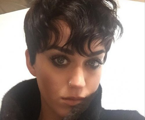 Katy Perry debuts new 'Kris Jenner' haircut