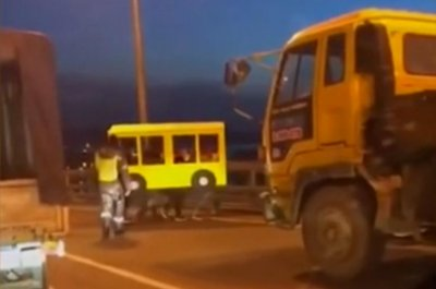 Pedestrians try to cross vehicles-only bridge in bus costume
