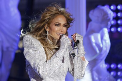 Jennifer Lopez sings about change in new song 'Cambia el Paso'