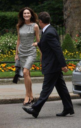 Sarkozy's wife too glamorous for statue