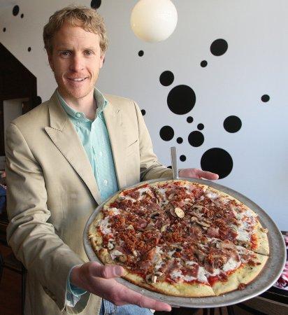 Pizza restaurant tweets about Ellen DeGeneres' Oscars order