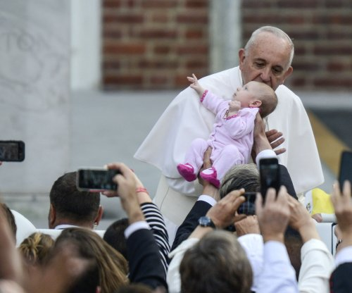 Pope Francis caps off U.S. visit with prison visit, mass