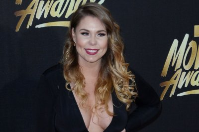 Kailyn Lowry 'single' after girlfriend's debut on 'Teen Mom 2'