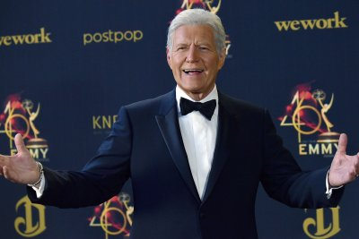 Watch:-Emmys-pay-tribute-to-Alex-Trebek,-Cicely-Tyson-during-In-Memoriam-segment