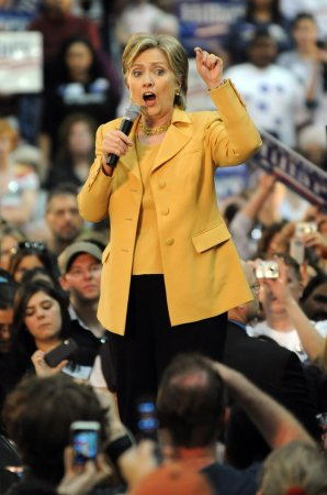 Clinton gets backing of retired general