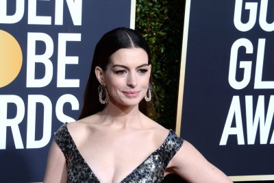 Anne Hathaway announces she's pregnant on Instagram