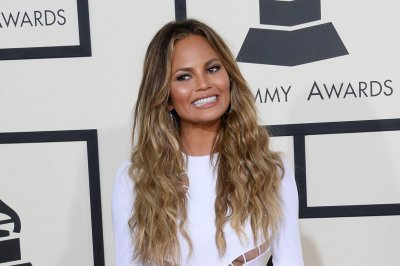 Model Chrissy Teigen shares photo of stretch marks, bruises