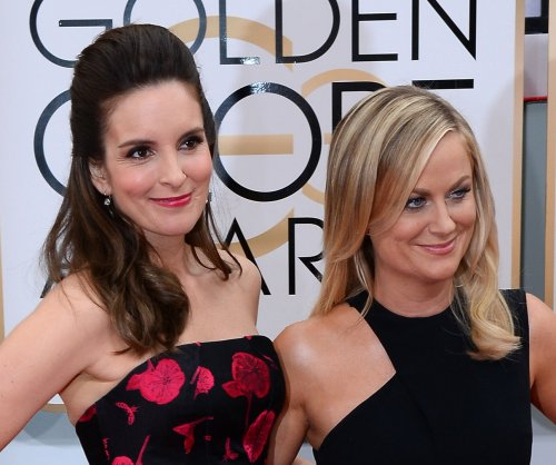 Tina Fey, Amy Poehler discuss dressing 'sexy' in their 40s