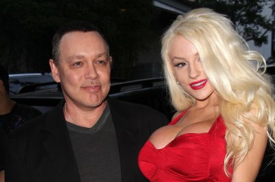 Courtney Stodden files for divorce from Doug Hutchison: 'A new chapter'