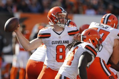 Report: QB Hogan seeking trade from Browns