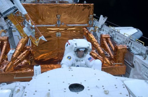 Astronaut on Twitter gets 1M followers